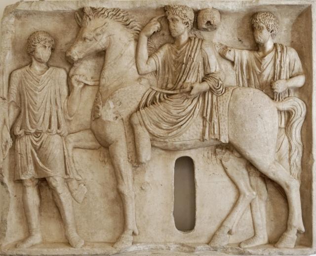 Cavaliere salio. Bassorilievo, marmo, fine II sec. d.C. Roma, Museo Nazionale di P.zzo Altemps.