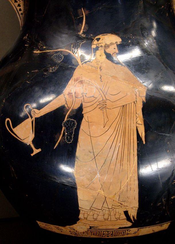 Pittore di Berlino. Dioniso con kantharos e tralcio di vite. Pittura vascolare dal lato A di un'anfora attica a figure rosse, 490-480 a.C. ca., da Vulci. Musée du Louvre