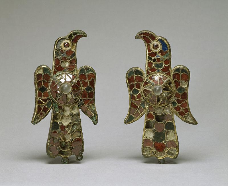 Aquile. Fibule, oro, bronzo, pasta vitrea ed ametista, VI sec. d.C. ca. da Tierra de Barros (Badajoz, Spagna). Walters Art Museum