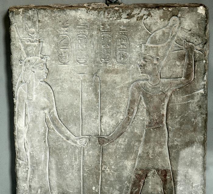 Arsinoe II e Tolomeo II Filadelfo in abiti egizi. Stele, 280-268 a.C. ca. London, British Museum.