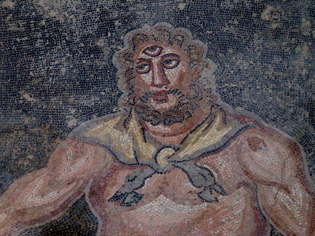 Polifemo (dettaglio). Mosaico, metà IV sec. d.C. dal vestibolo dell'appartamento settentrionale 15. Piazza Armerina, Villa del Casale.