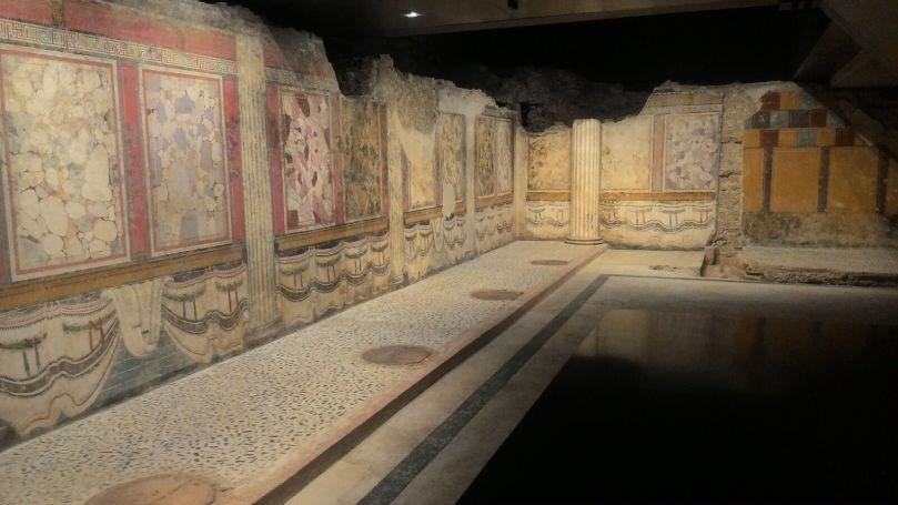 Cella sinistra del tempio repubblicano con decorazione parietale ad affresco. II-I sec. a.C. Brescia, area del Foro romano