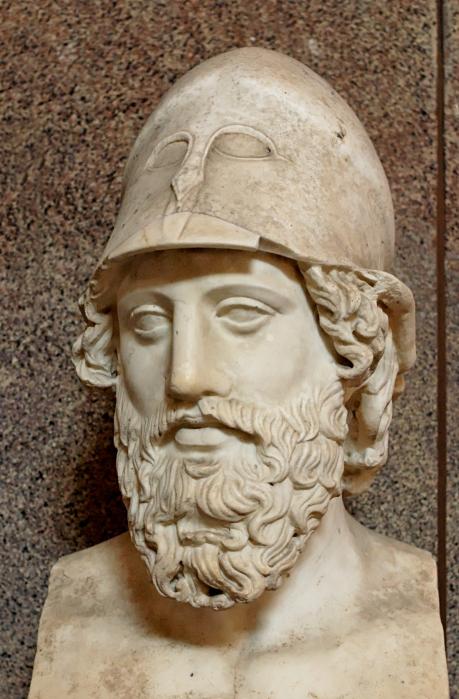 Busto di stratega greco ignoto. Marmo, copia romana di età adrianea da originale del 400 a.C. ca. Museo Pio Clementino (Musei Vaticani).