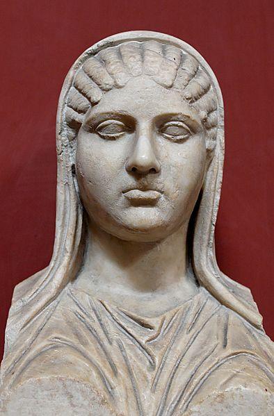 Aspasia. Busto, copia romana di marmo da originale ellenistico, da Torre della Chiarrucia (Castrum Novum), presso Civitavecchia. Roma, Museo Pio-Clementino, Musei Vaticani.