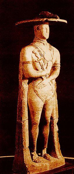 Il Guerriero di Capestrano. Pietra e marmo, VI secolo a.C. da Aufinum. Chieti, Museo Archeologico Nazionale d'Abruzzo.