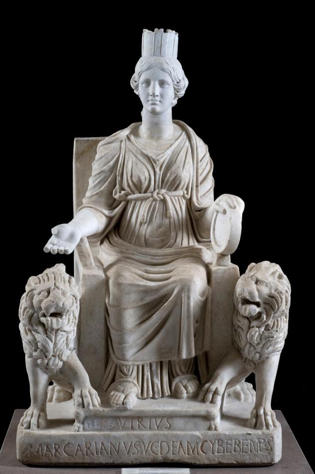 Cibele (Magna Mater) in trono fra due leoni. Statua, marmo, seconda metà del III sec. d.C., da Ostia antica. Napoli, Museo Archeologico Nazionale.