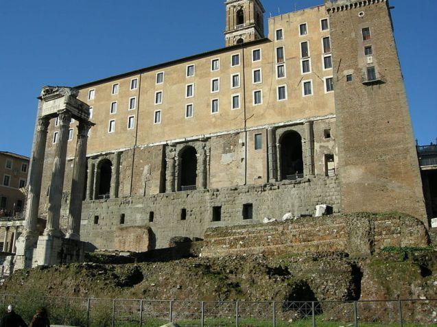 Resti della parete del Tabularium, con sovrapposto il Palazzo dei Senatori.