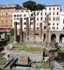Tempio 'B' identificato con l'Aedes Fortunae Huiusce Diei, dedicato da Q. Lutazio Catulo nel 101 a.C. per la sua vittoria contro i Cimbri ai Campi Raudii (Vercelli). Largo di Torre Argentina, Roma.