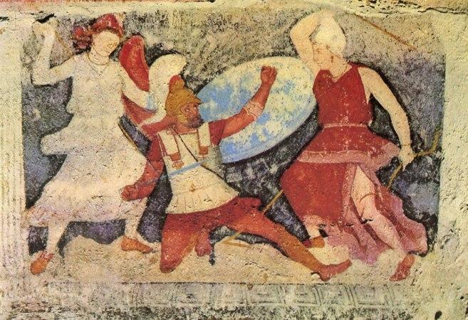 Il cosiddetto «Sarcofago delle Amazzoni», (lato 2). Un guerriero greco soccombe sotto icolpi delle Amazzoni, da Tarquinia. 400-340 a.C. ca. Museo Archeologico Nazionale di Firenze.