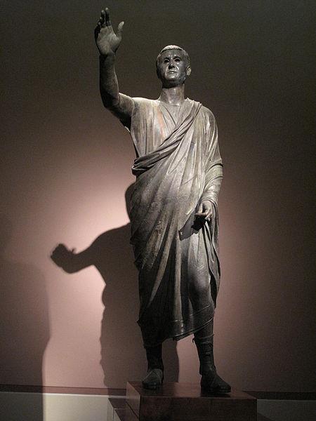 Il cosiddetto «Arringatore». Statua, bronzo, fine II-inizi I sec. a.C., da Perugia. Firenze, Museo Archeologico Nazionale.
