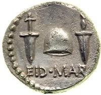 M. Giunio Bruto. Denario, Ar. 3,59 g. 43-42 a.C. R – EID.MAR, Pileo fra due pugnali