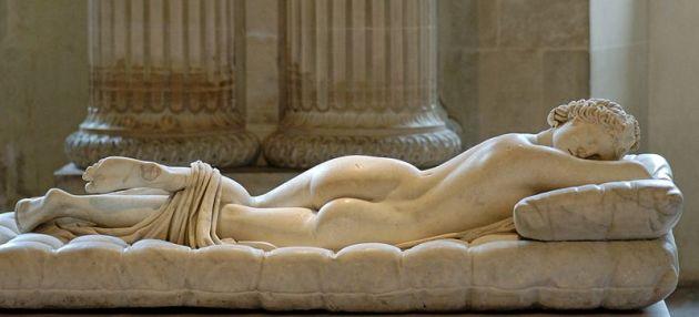 Autore anonimo. Ermafrodito dormiente. Copia romana del II secolo d.C. da un originale ellenistico, restaurato da David Larique (1619) e riadattato da Gian Lorenzo Bernini. Paris, Musée du Louvre.