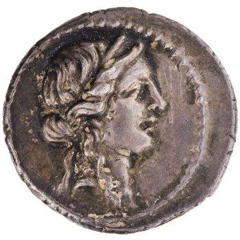 C. Giulio Cesare. Africa sett., Denario 47-46 a.C. Ar 3, 84 gr. Recto: Testa di Venere diademata, verso destra.