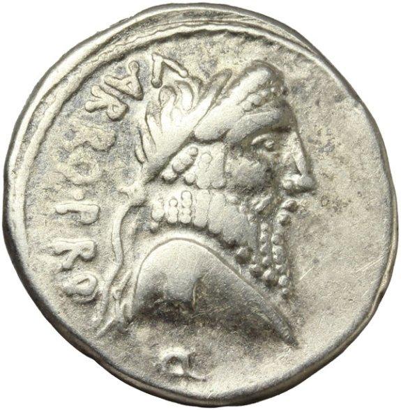 Cn. Pompeo Magno. Pompeia, 49-48 a.C. Denario, Ar. 3,33 gr. Recto.VARRO PRO Q. Testa di Numa Pompilio laureata.