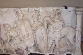 Soldati in uniforme (dettaglio). Bassorilievo, marmo, II sec. a.C., dall'Ara di Domizio Enobarbo (Campo Marzio, Roma). Paris, Musée du Louvre.