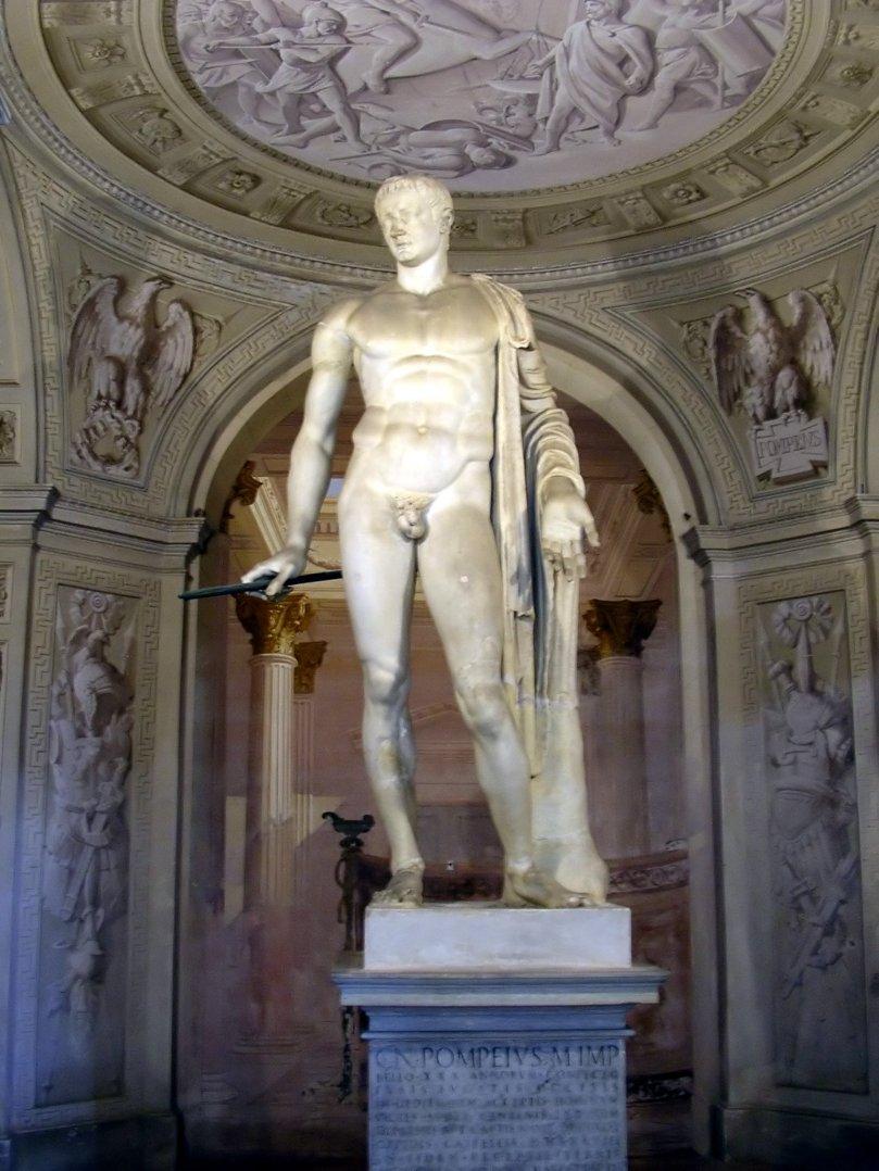 Statua di Cn. Pompeo Magno in nudità eroica. Marmo, da Roma. Villa Arconati a Castellazzo di Bollate (Milano).