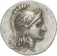 Cleone di Antifane, magistrato responsabile del conio. Tetradramma, Ilion 188-133 a.C. ca. Ar. 16, 85 gr. R – AΘHNAΣ IΛIAΔOΣ Statua di Atena Ilias stante, con lancia in spalla e civetta, passata da ΚΛΕ-ΩΝΟΣ; il patronimico ANTIΦANOY in basso.