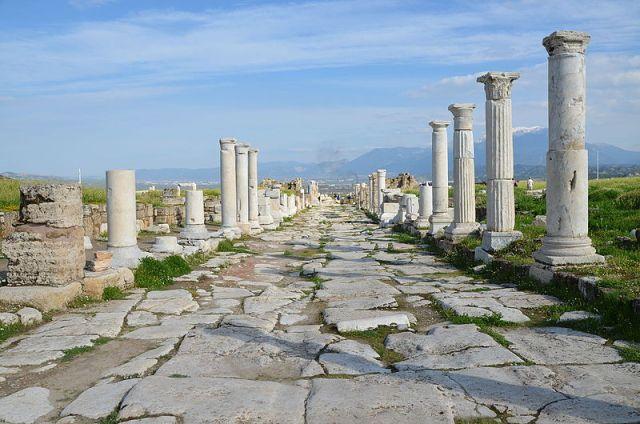 Viale colonnato di Laodicea al Lico (Frigia, Turchia).